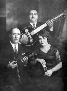 Smyrna style rebetiko trio: Dimitris Semsis, Agapios Tomboulis, Roza Eskenazi (Athens 1932).