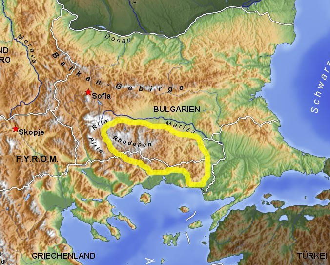 The physical-geographical boundaries of Thrace: the Balkan Mountains, the Rhodope Mountains and the Bosporus. The Rhodope mountain range is highlighted.