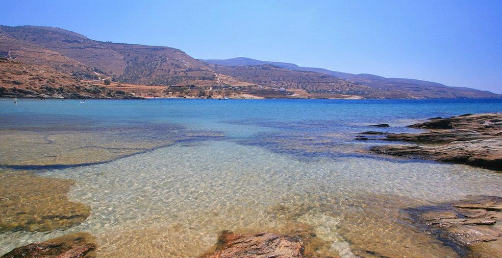 The beach of Koundouros in Kea - Photo by S.