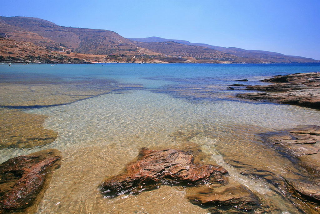 The beach of Koundouros, Tzia - Photo by S. Lambadaridis