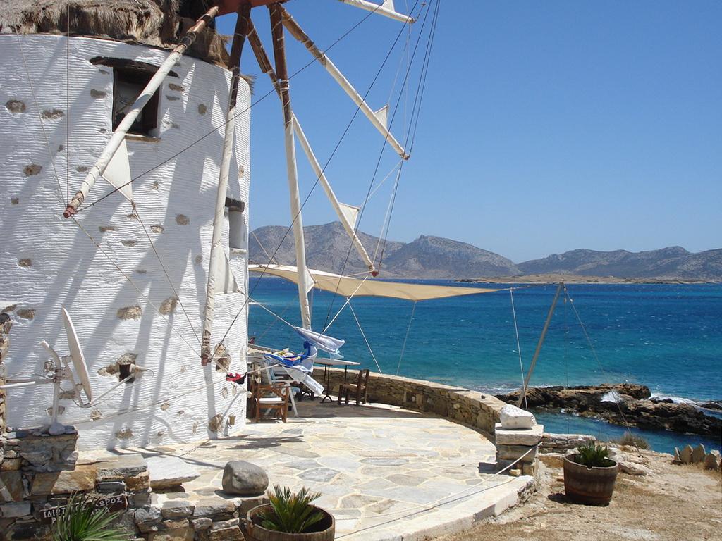 Old windmill on Koufonisi - Photo by S. Lambadaridis