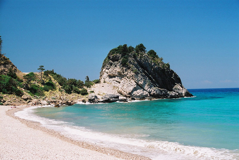 GO GREECE YOUR WAY  Choice of the Month: Samos island