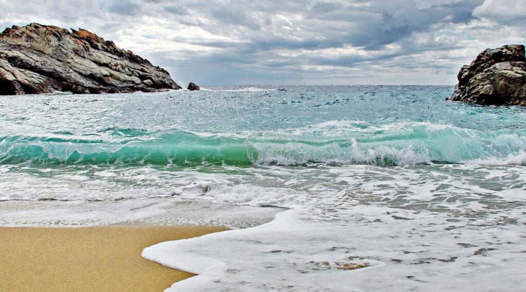 Νas Beach, Ikaria - Photo by Sotiris Lambadaridis