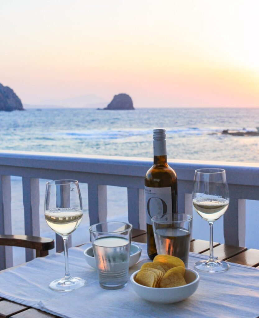 Sunset aperitif, view on the Myrtoan Sea, Milos and Antimilos - Photo Victor Janin