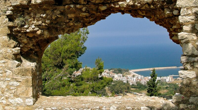 Travel to Kyparissia in Greece - Castlewall