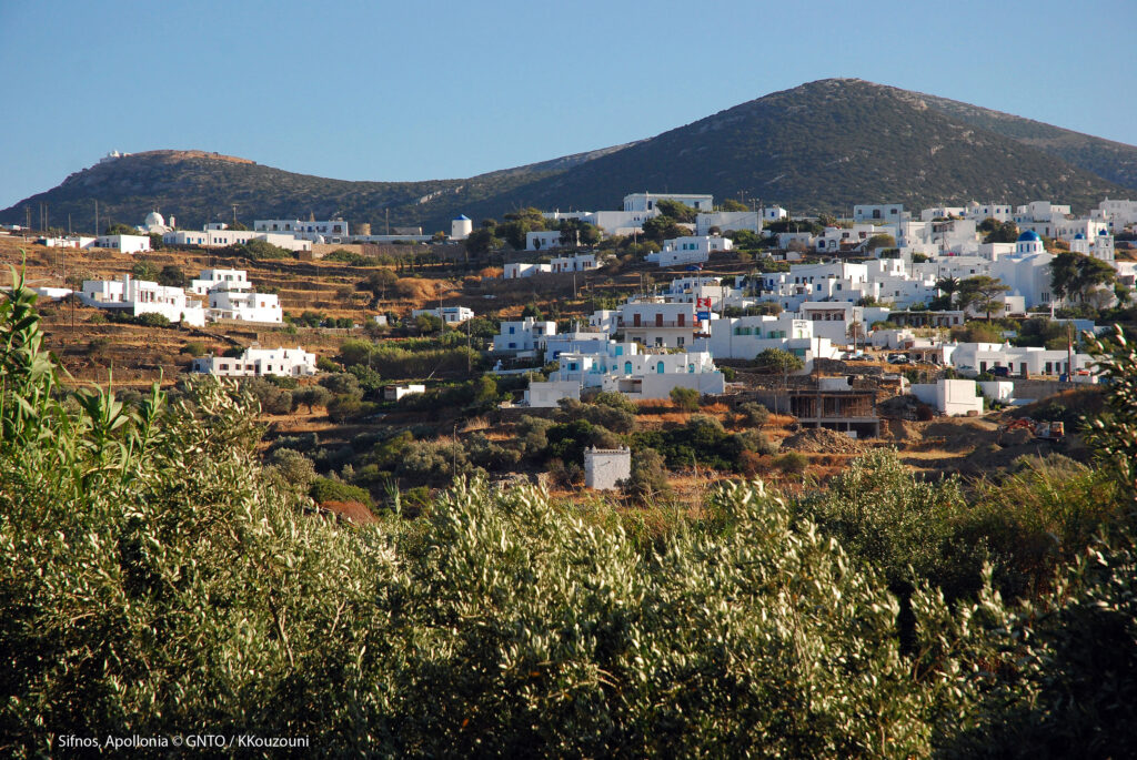 Travel to Sifnos - View of Apollonia - photo by K. Kouzouni