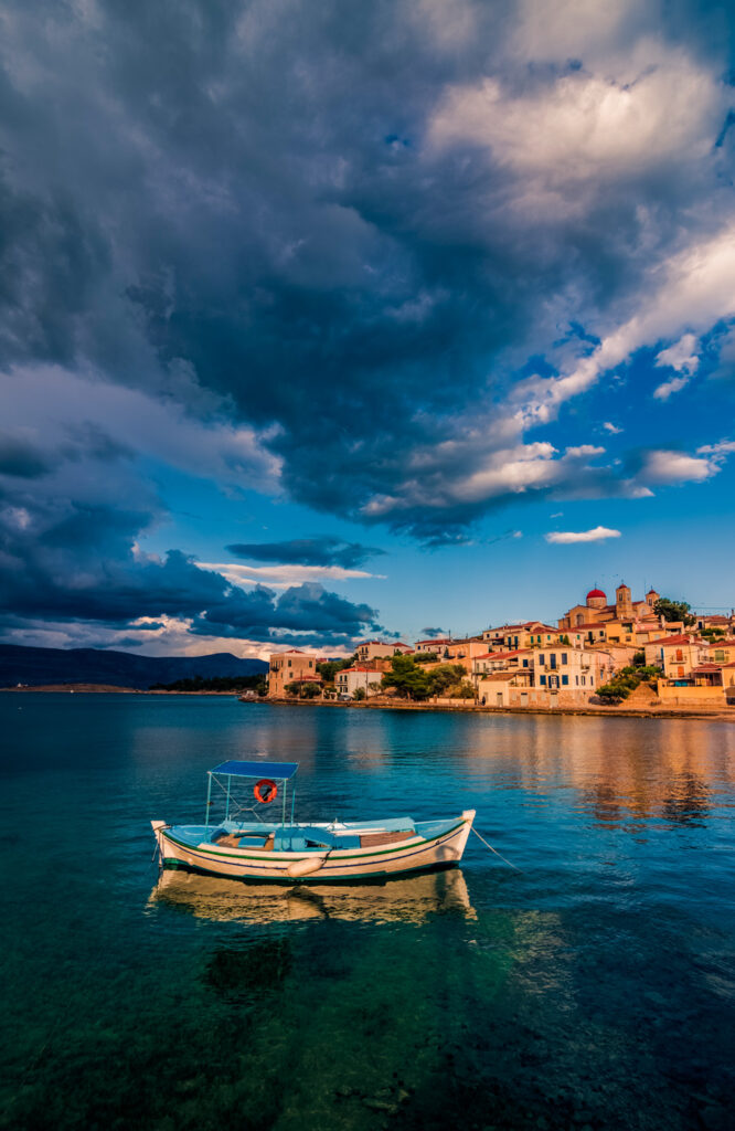 a-cloudy-day-in-galaxidi-in-central-greece