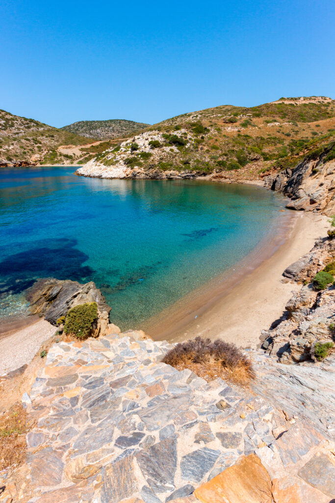 hidden-exotic-beach-in-the-island-of-fournoi-or-furni-korseon-near-ikaria-island-in-aegean-sea-Greece