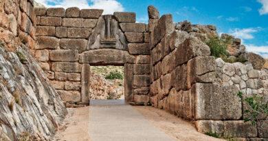 The road to Lion Gate (1.240 B.C.) Mycenae, Greece